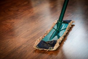 Picture of a mop during cleaning